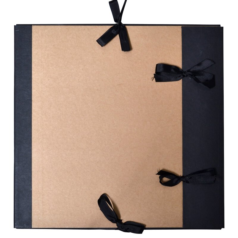 Drawing folder 30,5 x 30,5 cm, kraft cardboard, with tapes for closing