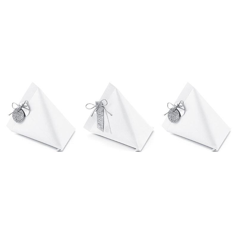 6 white mini boxes, triangular, with twine and tags, guest gift